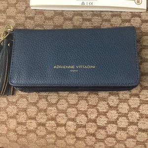 Adrienne Vittadini Charging Wallet Wristlet NEW!